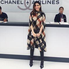 """""""Check in goals! @chanelofficial shows are always sooo Instagram ready ✈️ Da vontade de passar O DIA tirando foto no cenário da #Chanel! Kkkk #pfw"""""""