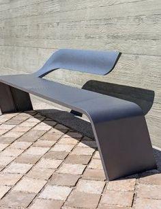 Clover mobilier urbain solaire par mathieu lehanneur for Meuble futuriste montreal