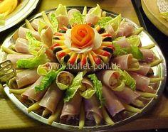 Schinkenröllchen je zur Hälfte gefüllt mit Waldorfsalat oder Spargelspitzen