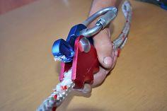 Гиббс — на 7 кН начал снимать оплётку с верёвки. Выводы делайте сами. ;-)