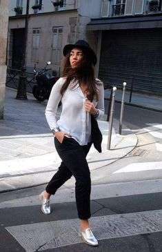 Women Shoes-Casual shoes silver street Style ways WearStreet Style Ways to Wear Silver Outfit Loafers, How To Wear Loafers, Oxford Shoes Outfit, Tennis Shoes Outfit, Casual Shoes, Silver Oxfords, Silver Shoes, Metallic Flats, Metallic Gold