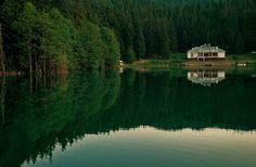 Karagöl (Black Lake), Borçka, Artvin ⚓ Eastern Blacksea Region of Turkey   Östliche Schwarzmeerregion der Türkei #karadeniz #doğukaradeniz #artvin #travel #nature #lake #ecotourism #cittaslow #mythological #colchis #amazonwarriors #tzaniti