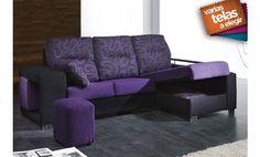 Fantástico sofá dos plazas más chaise longue. Incluye una barra de aluminio y dos prácticos puff que darán un toque moderno a su salón. Además, este práctico sofá incorpora en la chaise longue un arcón abatible para que pueda guardar todo lo que usted desee.