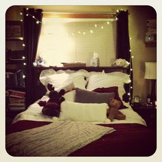 Holiday bedroom. #cozy by @jaclynwrites