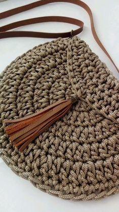 Best 12 Boho Crochet Bags – how to make your own OOAK bag – MotherBunch Crochet – SkillOfKing.Mochila bag with circle handles – ArtofitPin by Alice on Kleidung No instructions; Crochet Purse Patterns, Crochet Clutch, Crochet Handbags, Crochet Purses, Crochet Bags, Scarf Crochet, Crochet Simple, Crochet Diy, Love Crochet