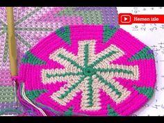 Örgü çanta modelleri içinde wayuu çanta modelleri ve yapımını anlatan Türkçe yapılış videosu ile yine karşınızdayız. Yapmak istediğiniz her çeşit çantada s Crochet Mandala, Tapestry Crochet, Mochila Tutorial, Mochila Crochet, Inkle Loom, Crochet Woman, Purses And Bags, Hello Kitty, Bargello