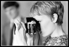 LIFE legend Mia Farrow taking a picture during the filming of 'A Dandy in Aspic' (directed by Anthony Mann), London, England, (Bill Eppridge—The LIFE Picture Collection/Getty Images). Best Pixie Cuts, Short Hair Cuts, Short Hair Styles, Pixie Mia Farrow, Corte Pixie, Girls With Cameras, Photo Star, Female Photographers, Pixie Haircut