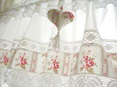 Vintage Landhaus Rose Gardine Shabby grau rosa 263 von bluebasar auf DaWanda.com