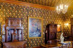 Mansion Victor Hugo: Sala de Jantar com decoração gótica