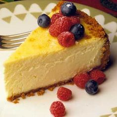 This authentic New York cheesecake is a rich, dense dessert that consists of a lemon-accented cream cheese mixture in a graham cracker crust. How To Make Cheesecake, Lemon Cheesecake, Cheesecake Recipes, Homemade Cheesecake, Classic Cheesecake, Sweets Recipes, Just Desserts, Delicious Desserts, Pressure Cooker Desserts