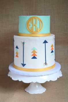 Mint And Gold Circle Monogram Arrow Cake on Cake Central (birthday cake decorating gold) Pretty Cakes, Cute Cakes, Beautiful Cakes, Awesome Cakes, Arrow Baby Shower, Tribal Baby Shower, Monogram Cake, Circle Monogram, Native American Cake