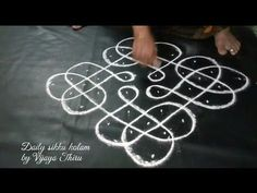 kolam Sikku Rangoli kolam in Tamilnadu style Rangoli Designs Latest, Rangoli Designs Flower, Rangoli Border Designs, Rangoli Designs Diwali, Rangoli Designs With Dots, Kolam Rangoli, Flower Rangoli, Beautiful Rangoli Designs, Free Hand Rangoli Design