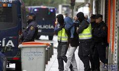 """اعتقال 4 مغاربة تناوبوا على """"اغتصاب"""" سائحة أجنبية """"مخمورة"""": تم توقيف ثلاثة مغاربة في جزر الكناري بتهمة التناوب على اغتصاب سائحة أجنبية ليلة…"""