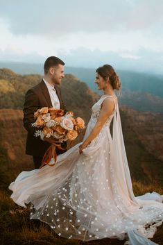 Looking for the best elopement dresses? I've rounded up some favorites and tips for how to choose yours! Romantic Wedding Colors, Romantic Wedding Centerpieces, Romantic Wedding Receptions, Gorgeous Wedding Dress, Wedding Ideas, Wedding Ceremonies, Romantic Weddings, Wedding Decorations, Paris Wedding