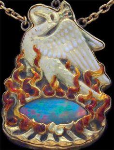 """Ожерелье """"Феникс"""". Золото, опалы, жемчуг, эмаль. JAMES CROMAR WATT. Шотландия. 1903 год."""