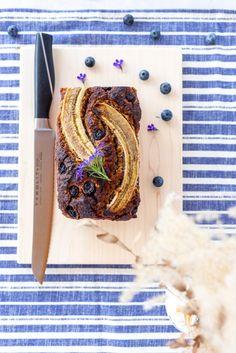 Dieses zuckerfreie und glutenfreie low carb Heidelbeer-Bananen Brot ist die sommerliche Variante vom Trendgebäck Bananenbrot und schmeckt der ganzen Familie...  #heidelbeeren #blaubeeren #bananenbrot #brot #backen #lowcarb #glutenfrei #zuckerfrei #cleaneating #foodphotography Low Carb Meal, Stevia, Food Styling, Food Photography, Recipes, Overripe Bananas, Bread Baking, Cute Ideas, New Recipes