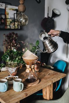 Home Decoration Design Ideas Coffee Cafe, V60 Coffee, Coffee Shop, Coffee Lovers, Milk Shakes, Coffee Break, Morning Coffee, Happy Morning, Barista