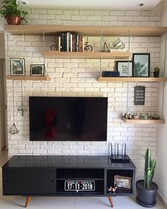 ✨ Essa parede já estava nos nossos planos há muito tempo. Living Room Tv, Living Room Interior, Home And Living, Living Room Designs, Diy Home Decor, Sweet Home, House Design, Interior Design, Future