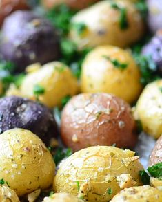 Roasted Baby Potatoes with Garlic and Parsley is full of flavor. The potatoes are creamy and the roasted garlic will have you coming back from more too! This vegan side dish is also gluten free. Purple Potato Recipes, Baby Potato Recipes, Roasted Potato Recipes, Vegetable Recipes, Vegetarian Recipes, Veggie Medley Recipes, Baby Potato Salad, Veggie Food, Delicious Recipes