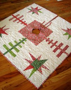 Free Quilt Pattern: Quilted Christmas Tree Skirt - I Sew Free