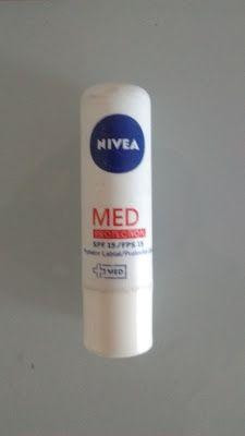 Maquiagem de óculos: Protetor labial Med Protection FPS 15, Nívea