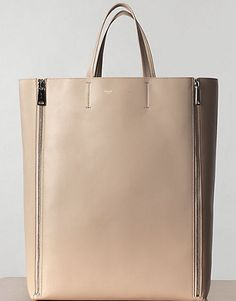 Celine Cabas Gusset in Lambskin Powder Beautiful Handbags, Beautiful Bags, My Bags, Purses And Bags, Tote Bags, Jeweled Shoes, Best Handbags, Classy And Fabulous, Coco Chanel