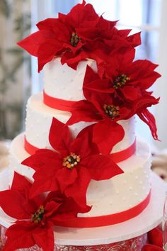 poinsetta+wedding+cake.jpg (640×960)