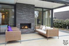 TUIN MEUBELEN | BOREK | LUXE ZWEMBAD | NIEUW-ATLANTIS | OPENHAARD | BOLEY | PROJECT VIA @THEARTOFLIVINGONLINE | #tuinmeubelen #tuin #garden #gardendetails #gardendesign #pool #terrace #furniture #outdoorliving #outdoorfurniture #outdoor #lifestyle #outdoorfireplace #openhaard #boley Outdoor Living, Outdoor Decor, Art Of Living, Bungalow, Patio, Atlantis, Lifestyle, Home Decor, Outdoor Life