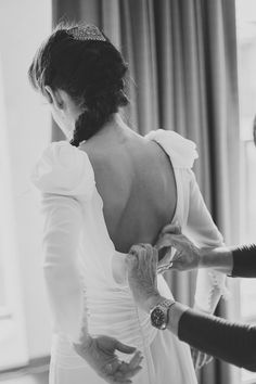 Vestido de manga larga con espalda escotada. #Blog #Innovias #Vestidosmangalarga