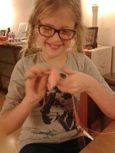 Melissa is ook aan het haken.1