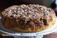 Skøn kage vi har fået til kaffen i dag :-) Det er også en af dem, der har stået i idébanken længe, og bare ventet på at blive bagt – og smagt :-) Jeg vil absolut ikke sælge min kage som sund,…