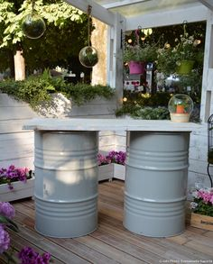 Create a table mounted on barrels for the terrace. A beautiful example spotted on the terrace of Jardiland on the Jardins Jardin 2019 show.
