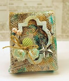 Shabby-bird-burlap-canvas by Julia Stainton - using Tim Holtz Burlap Panels