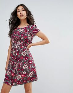 Buy it now. Yumi Floral Printed Tea Dress - Grey. Dress by Yumi, Woven fabric, Floral print, Round neck, Ruched detail to front, Tie back, Zip-back fastening, Regular fit - true to size, Machine wash, 100% Polyester, Our model wears a UK 8/EU 36/US 4 and is 174cm/5'8.5 tall. , vestidoinformal, casual, camiseta, playeros, informales, túnica, estilocamiseta, camisola, vestidodealgodón, vestidosdealgodón, verano, informal, playa, playero, capa, capas, vestidobabydoll, camisole, túnica, shift...