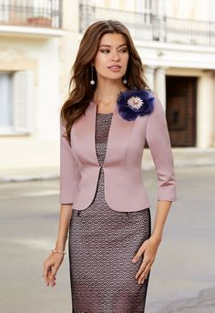 Womens Dress Suits, Suits For Women, Office Dresses For Women, Dresses For Work, Cocktail Dresses With Sleeves, Indian Gowns Dresses, Casual Work Outfits, Blazer Fashion, Elegant Outfit