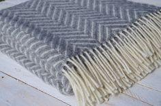 Sivá deka - rybia kosť - severský dizajn
