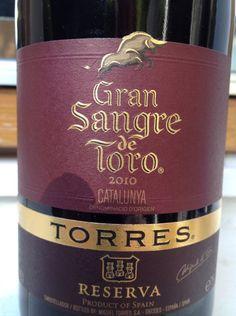 Gran Sangre de Toro Reserva 2010 - Torres Denominación de Origen Catalunya. Blend de Syrah, Garnacha y Cariñena. Un vino que se puso a la par de lo que yo considero mi vino de referencia. Deslumbrante.