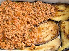 MUSACA GRECEASCA | Diva in bucatarie Meatloaf, Food, Meat Loaf, Eten, Meals, Diet