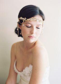 Inspirações e ideias de grinaldas, tiaras e flores para o seu casamento.