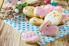 easter background plate with delicious easter cookies on a festive