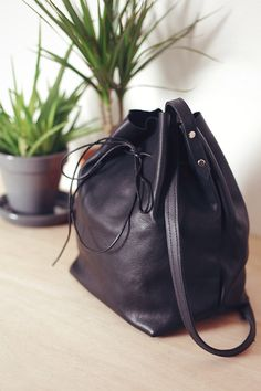 DIY: leather bucket bag