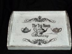Shabby Chic serving tray by BoutiqueClaire on Etsy Crafty Projects, Diy Projects To Try, Pallet Tray, Bed Tray, Diy Home Crafts, Looks Vintage, Chalk Paint, Folk Art, Farmhouse Decor