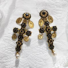 Dolce & Gabbana http://www.vogue.fr/joaillerie/shopping/diaporama/croix-byzantines/10183/image/635838#!dolce-amp-gabbana