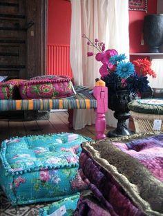thatbohemiangirl: My Bohemian Aesthetic wherehappylives: (via Indian decor & style / Indian cushions) Bohemian Interior, Home Interior, Bohemian Decor, Interior Design, Bohemian Style, Bohemian Pillows, Bohemian Living, Boho Chic, Boho Gypsy