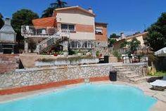 Vila familiale pour 7 personnes avec plusieurs terrasses, une piscine privée, un baby-foot et une vue magnifique.