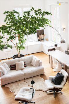 In unserer #Homestory präsentieren wir Euch Silvias Wohnung, in der sie Weiß mit Holz in warmen Farben und vielen #DIY Projekten kombiniert. Lasst Euch auf ROOMBEEZ inspirieren!