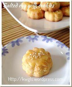 INTRODUCTION My Chinese cookies post should almost come to an end in a few days and I will be concentrating to bake my Chinese New Year cookies. Meanwhile, I have many savoury dishes recipes lined … Cashew Cookies Recipe, Almond Cookies, Homemade Cookies, Egg Yolk Cookies, Biscuit Cookies, Biscuit Recipe, Cake Cookies, Delicious Cookie Recipes, Cake Recipes