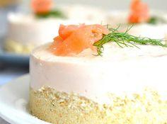 Vuoi stupire i tuoi ospiti con un antipasto unico e speciale? La cheesecake salmone Bimby salata è l'ideale per una tavola festosa, ricca ed elegante.
