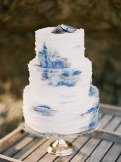 Seaside themed wedding cake: http://www.stylemepretty.com/california-weddings/malibu/2015/05/18/elegant-california-seaside-wedding-inspiration/ | Photography: Carolly - http://www.carollyphoto.com/