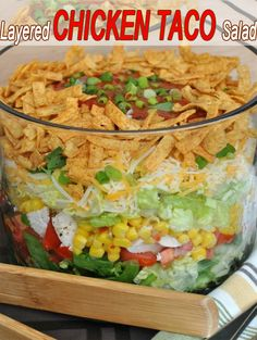 Epic Layered Chicken Taco Salad Recipe - Such A Simple Salad, And Tastes Great! Gourmet Recipes, Mexican Food Recipes, Cooking Recipes, Healthy Recipes, Great Recipes, Favorite Recipes, Taco Salad Recipes, Easy Salads, Dinner Dishes